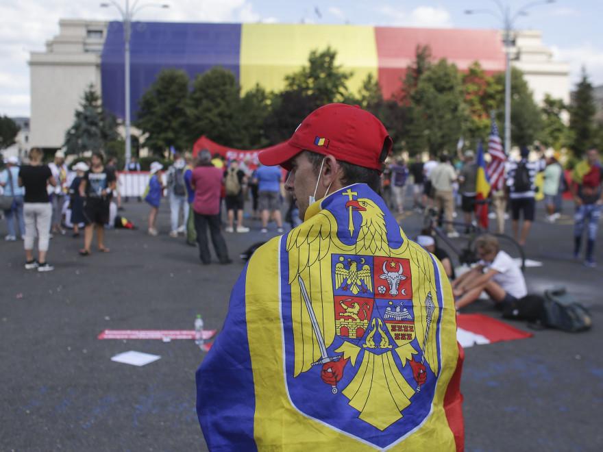 746550-1534018128-a-doua-zi-de-proteste-in-piata-victoriei